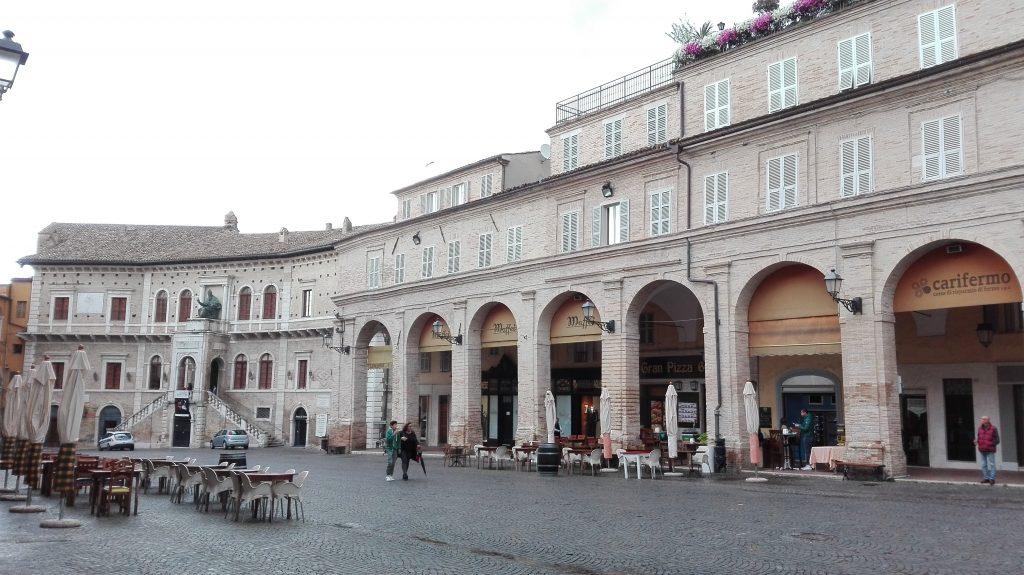 Fermo-Piazza-del-Popolo